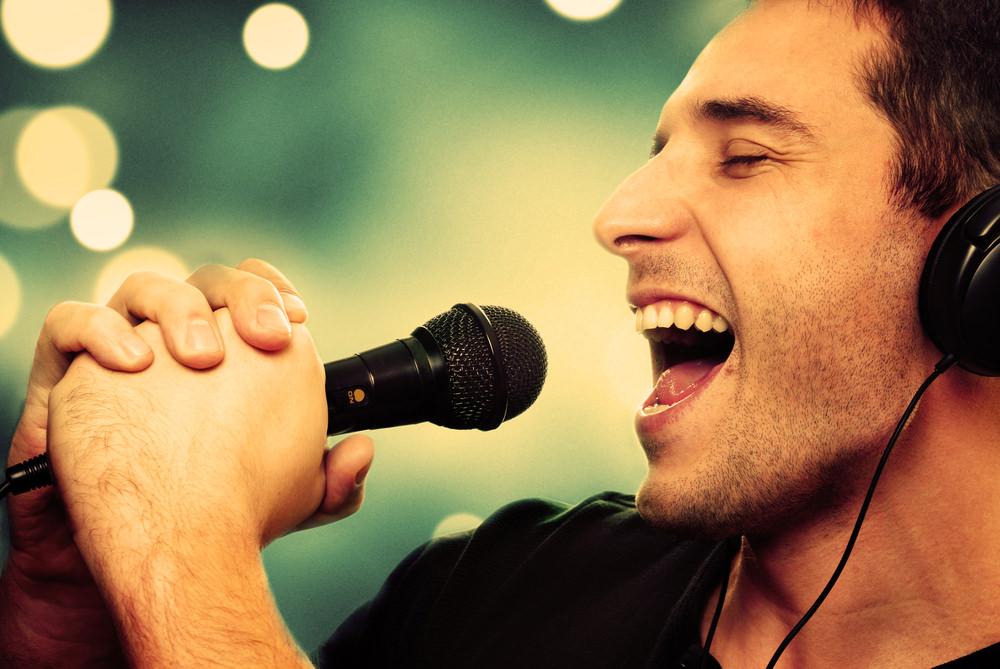 hombre-cantando.jpg