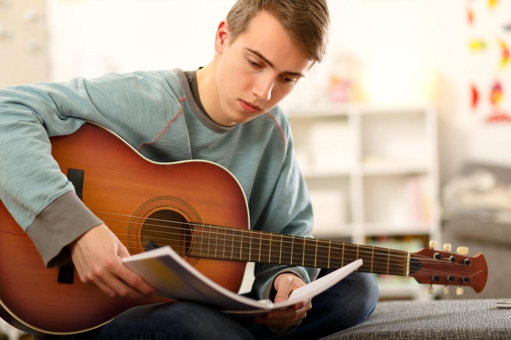 hombre-guitarra.jpg