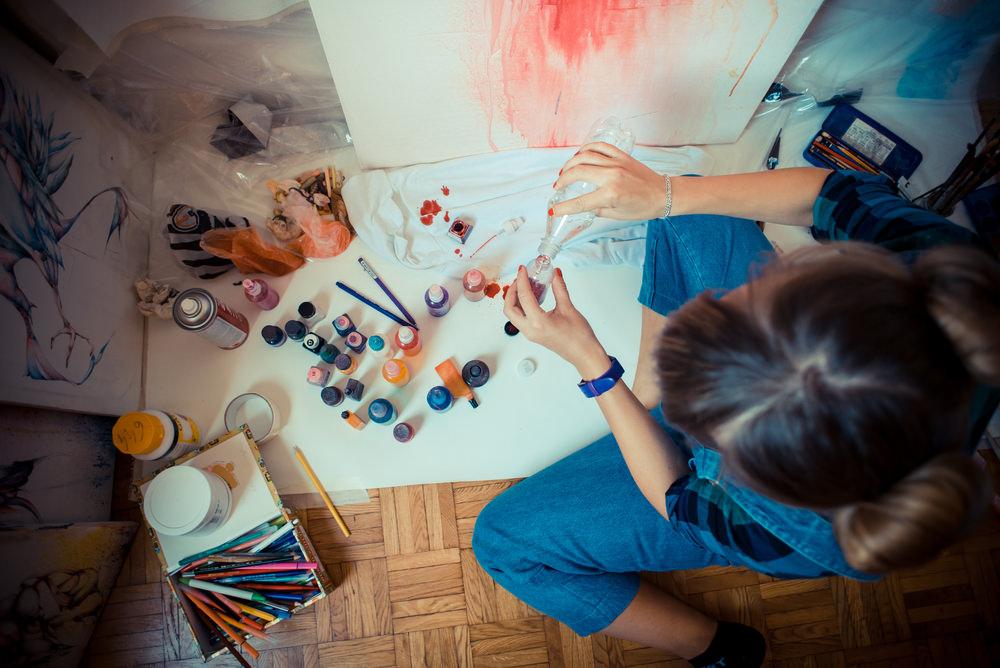 mujer-pintando.jpg
