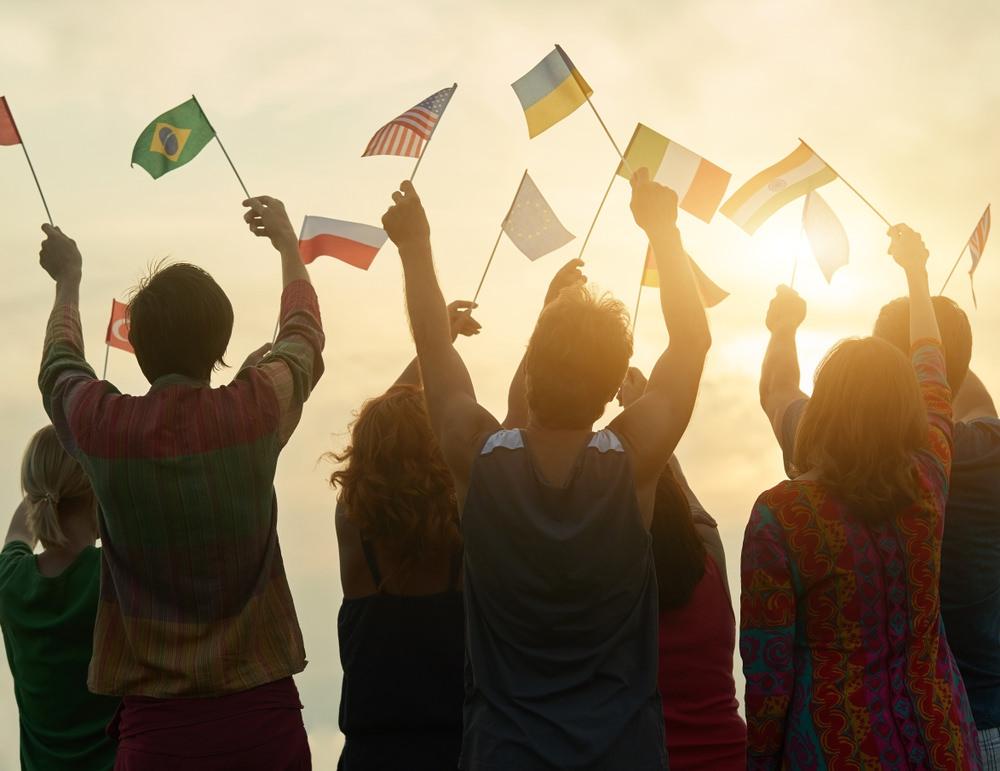 personas-banderas.jpg